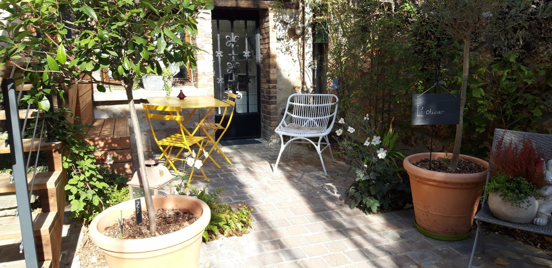 petite terrasse privative gite l'Olivier